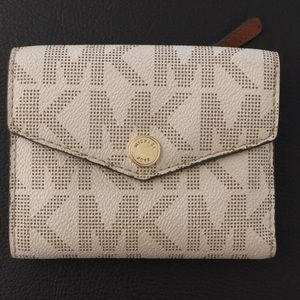 Hard to find Michael Kors Carryall Saffiano Wallet
